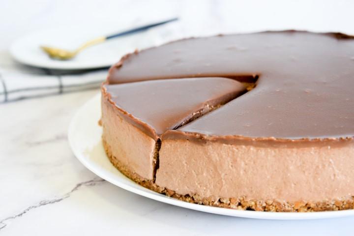 עוגת גבינה ושוקולד ללא אפייה. צילום: ספיר דהן