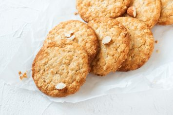 תנסו ותבינו: עוגיות שוקולד לבן ושיבולת שועל