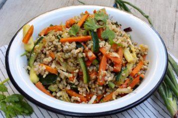 יום ראשון בריא - תבשיל כוסמת ירוקה עם ירקות וטופו פיקנטי
