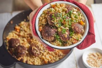 תבשיל קציצות בשר עם בורגול – ארוחת שישי בסיר אחד