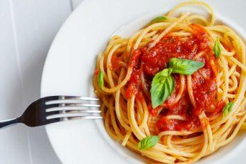ספגטי עגבניות מ-5 רכיבים בלבד!