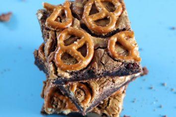 רך ופריך, מתוק ומלוח: פאדג׳ בראוניז שוקולד, חמאת בוטנים ובייגלה