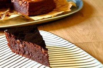 עוגת טראפלס שוקולדית ונימוחה של ליאור שרף