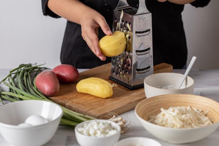 גוררים את תפוחי האדמה. צילום: טל סיון-ציפורין