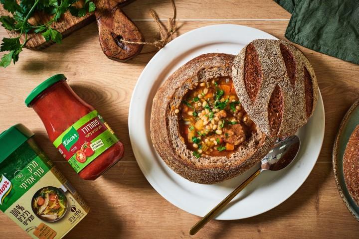 מרק בשר וגריסים בכיכר לחם. צילום: נמרוד סונדרס