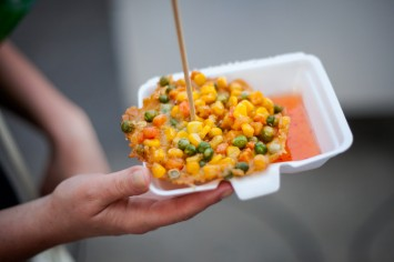 אוכל רחוב מבנקוק - לביבות תירס, אפונה וגזר תאילנדיות