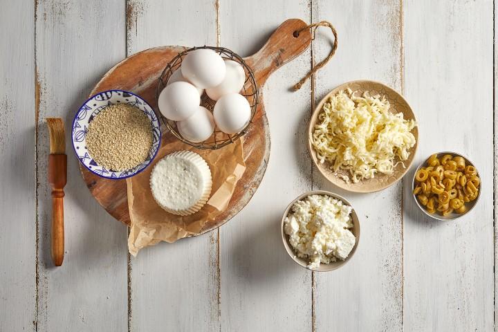 מכינים את המרכיבים למנה. צילום: אפיק גבאי