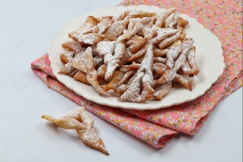 חבורוסט - כנפי מלאך - או פשוט, עוגיות מטוגנות!