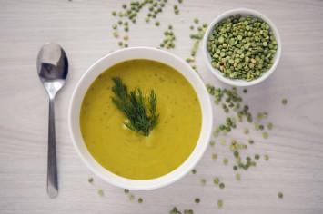 איך מכינים מרק אפונה טבעוני מושלם לחורף חם