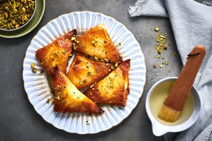 משולשי פילו גבינה מתוקים. צילום: נמרוד סונדרס
