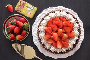 טארט שוקולד, תותים וקצפת (טבעוני!) של פיית העוגיות