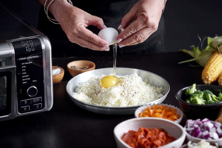 מכינים את בצק הכרובית. צילום: אפיק גבאי