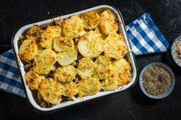 מאפה תפוחי אדמה, גבינת פטה וזיתים בסגנון יווני