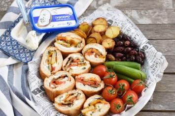 כריך סושי בגט עם גבינת סימפוניה בצל ירוק, אנטיפסטי וצ'יפס אפוי
