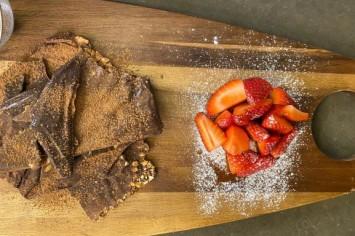 חטיפי שוקולד בייגלה ובוטנים מלוחים של שגב