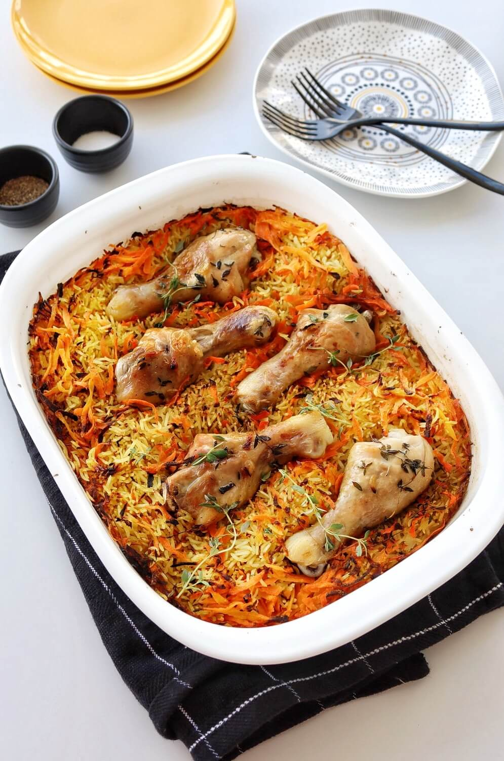 עוף אם אורז בתנור בתבנית, חם מהתנור