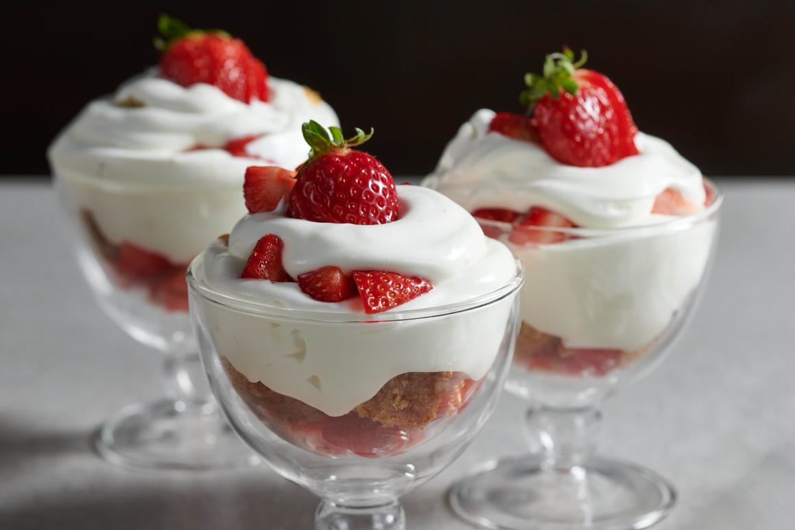 טרייפל תותים בכוסות