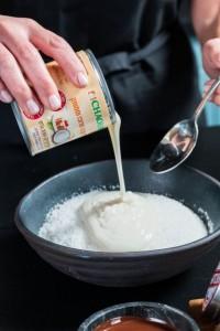 מוסיפים חלב קוקוס