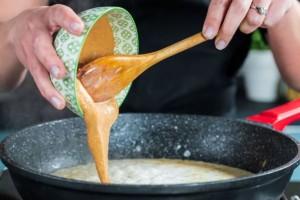 מוסיפים חמאת בוטנים
