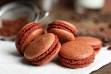 קרין גורן מכינה עוגיות מקרון שוקולד בטעם אלוהי!