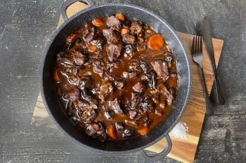 תבשיל בקר בשזיפים