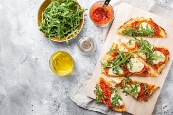 פיצה דפי אורז: איך מכינים את המנה הטרנדית?