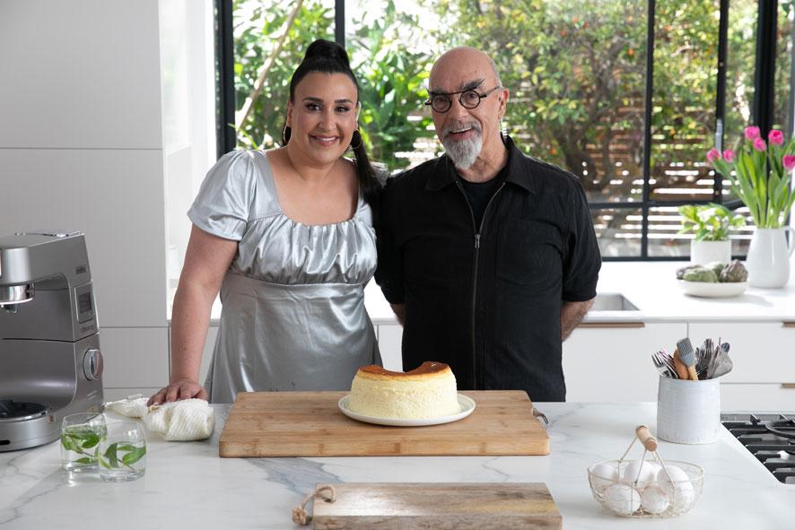אהרוני וקרין עם עוגת גבינה בסיר ג'חנון