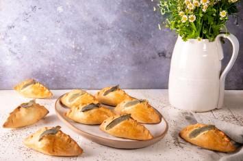 מאפה במילוי גבינות, ארטישוק וזיתים של אהרוני