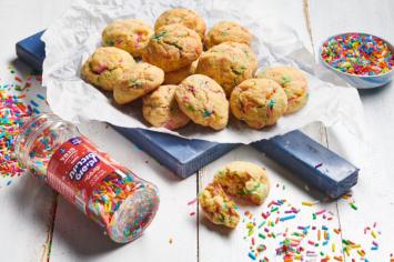 עוגיות קונפטי: עוגיות חמאה עם סוכריות צבעוניות!