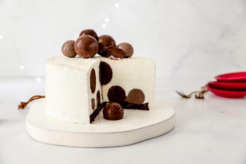 עוגת גבינה עם הפתעת טראפלס 1