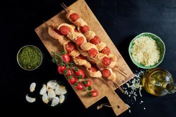 מקלות פיצה עם עגבניות שרי ופרמזן