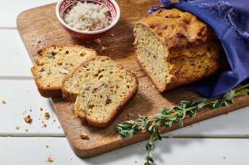 לחם סודה ותבלינים מהיר עם פקאן ואורגנו