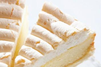 קרין גורן אופה עוגת גבינה בשלוש שכבות