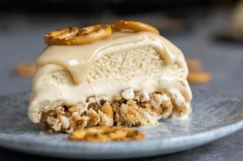 עוגת גלידה בייגלה מלוח: שילוב קטלני של טעמים מנוגדים!