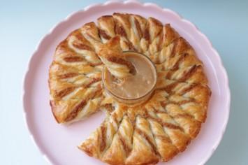 מרשים וטעים: מאפה קרם קשיו עם רוטב קרמל