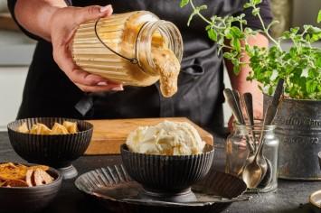 רוטב בייגלה מלוח – הציפוי המושלם לגלידה