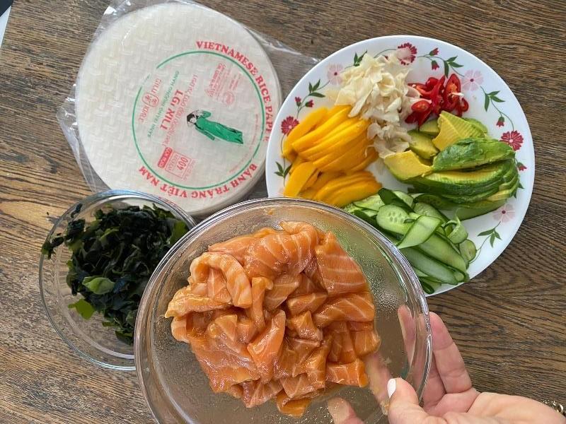 רול דפי אורז עם דג נא 3