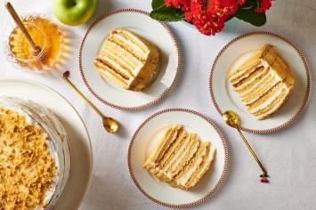מדוביק - עוגת שכבות דבש רוסית סוחטת מחמאות