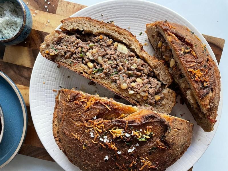 כיכר לחםממולאת בשר 2