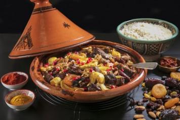 ממרוקו באהבה! תבשיל טאג'ין חגיגי עם פירות יבשים ואגוזים