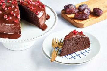 עוגת תמרים עם ציפוי רוטב טופי שוקולד