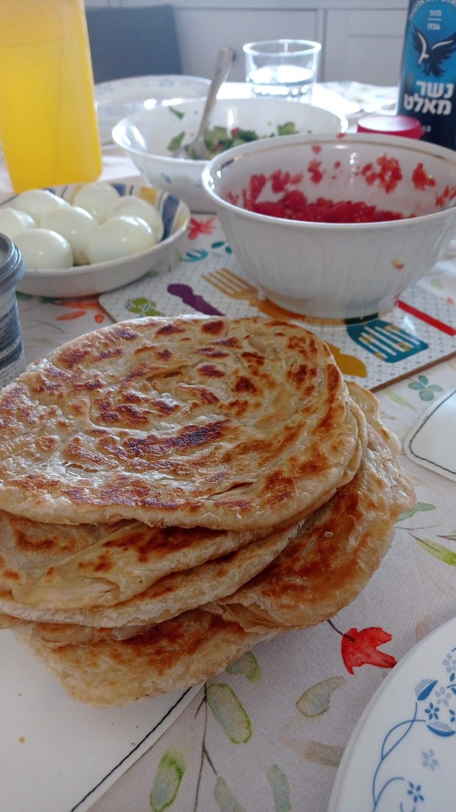 מלוואח מעולה וטעים. קיבל מחמאות מלאות. טעים ובעיקר על טהרת החמאה ולא מרגרינה.