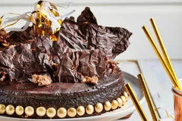 יש, יש, יש חגיגה: עוגת שוקולד יום הולדת למי שבאמת אוהבים!