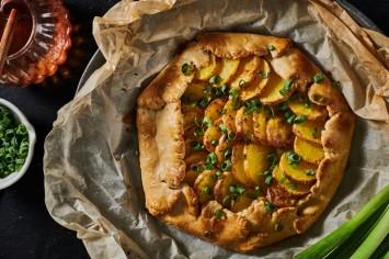 בסגנון כפרי: גלאט תפוחי אדמה וגבינות
