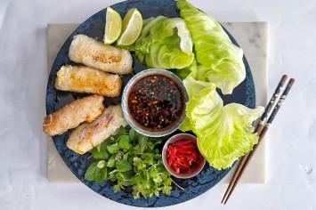 מוייטנאם באהבה: נאמס מדפי אורז במילוי פרגית