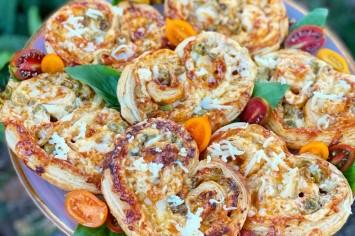 פיצה אוזני פיל: בדיוק כמו העוגיות המפורסמות רק במילוי פיצה!