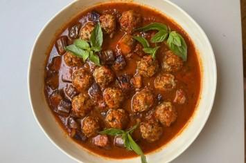 בליסימה! קציצות בשר איטלקיות ברוטב עגבניות ובזיליקום