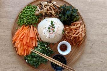 אירה דולפין מכינה: סלט קוריאני עם אורז מלא