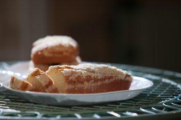 עוגה בחושה בטעם וניל שאי אפשר להפסיק ליישר