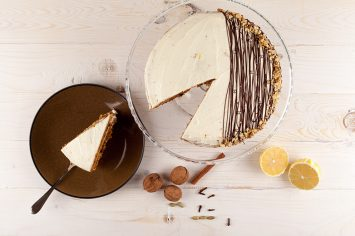 עוגת שוקו-בננה מטריפה עם גומות חן